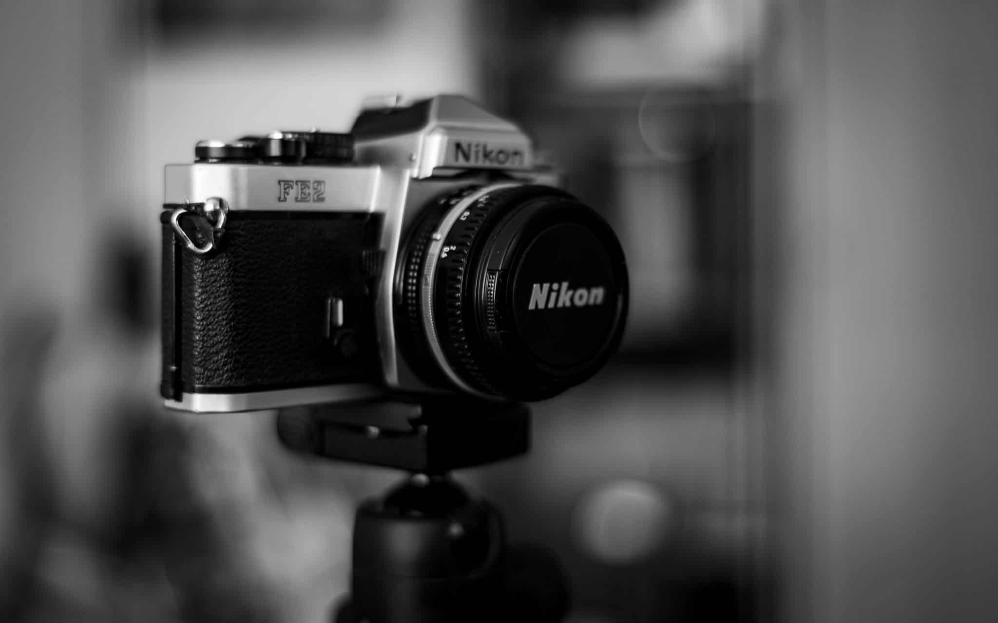 Kamera, analog, Nikon FE2, auf Stativ,