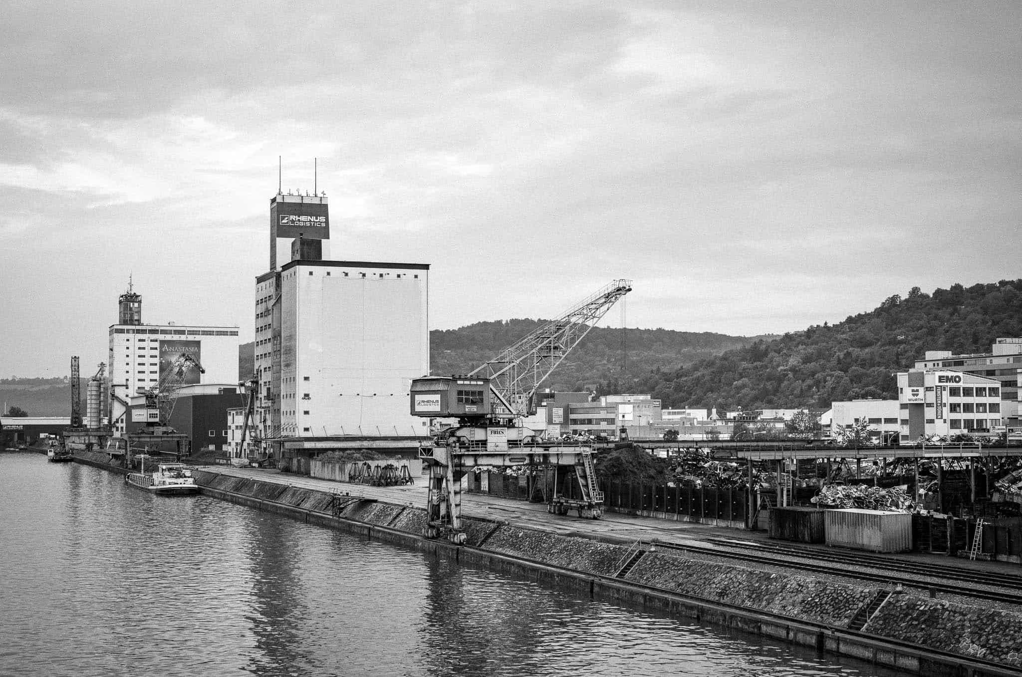 Neckarhafen, Rohstoffsammelplatz, Portalkran