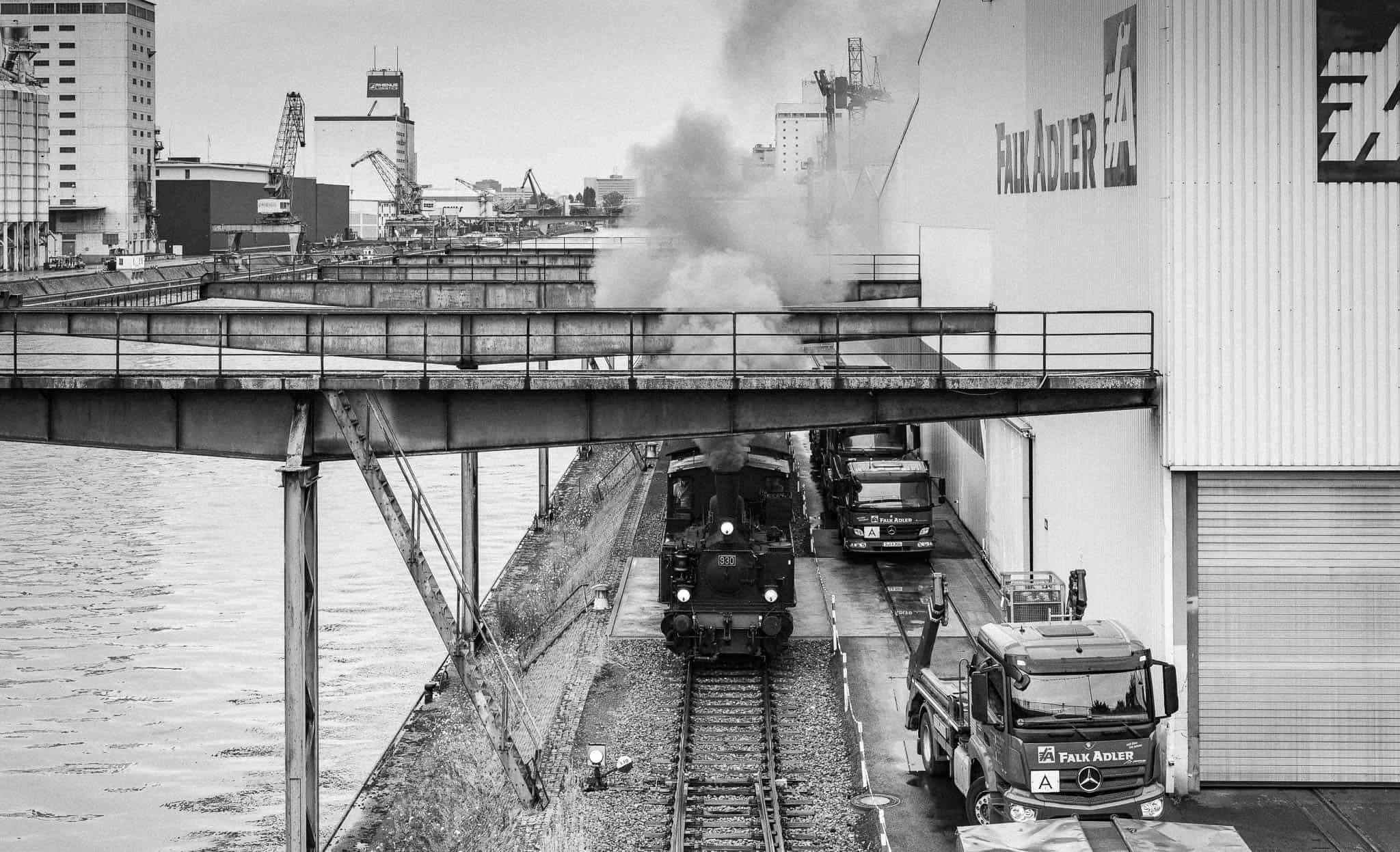 Neckarhafen, Dampflok auf Hafenbahngleisen